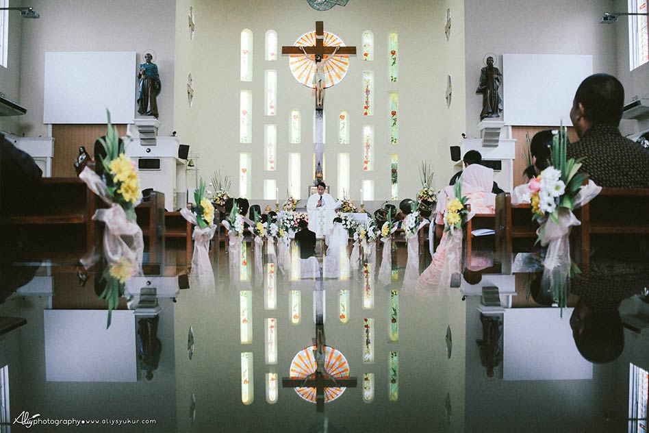 Santo Petrus Church-Amel & Krispin Wedding - Aliy Photography 023