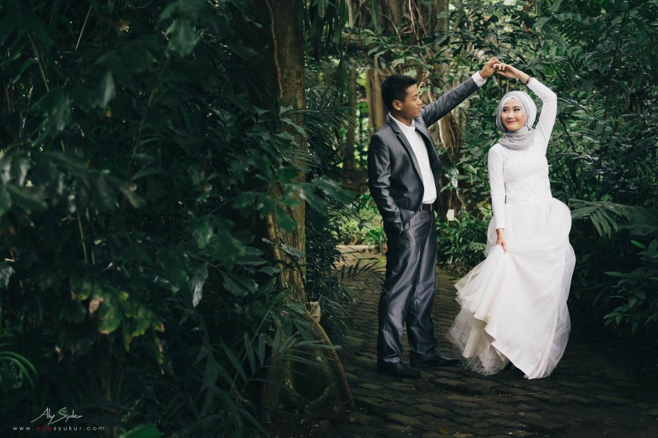 Hidden Paradise Jakarta Pre Wedding Engagement - Aliy Photography
