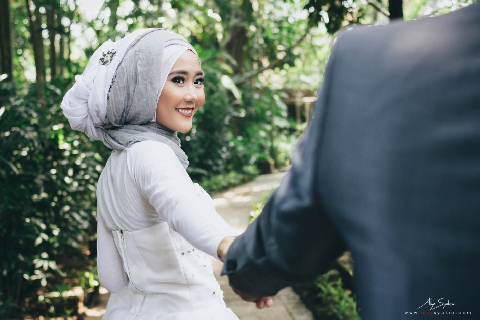 Hidden Paradise Jakarta Pre Wedding Engagement - Aliy Photography