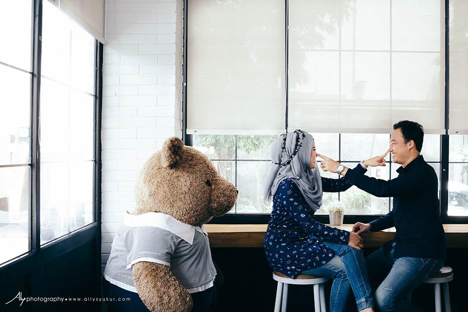 Roaster-and-Bear-Prewedding-Yogyakarta