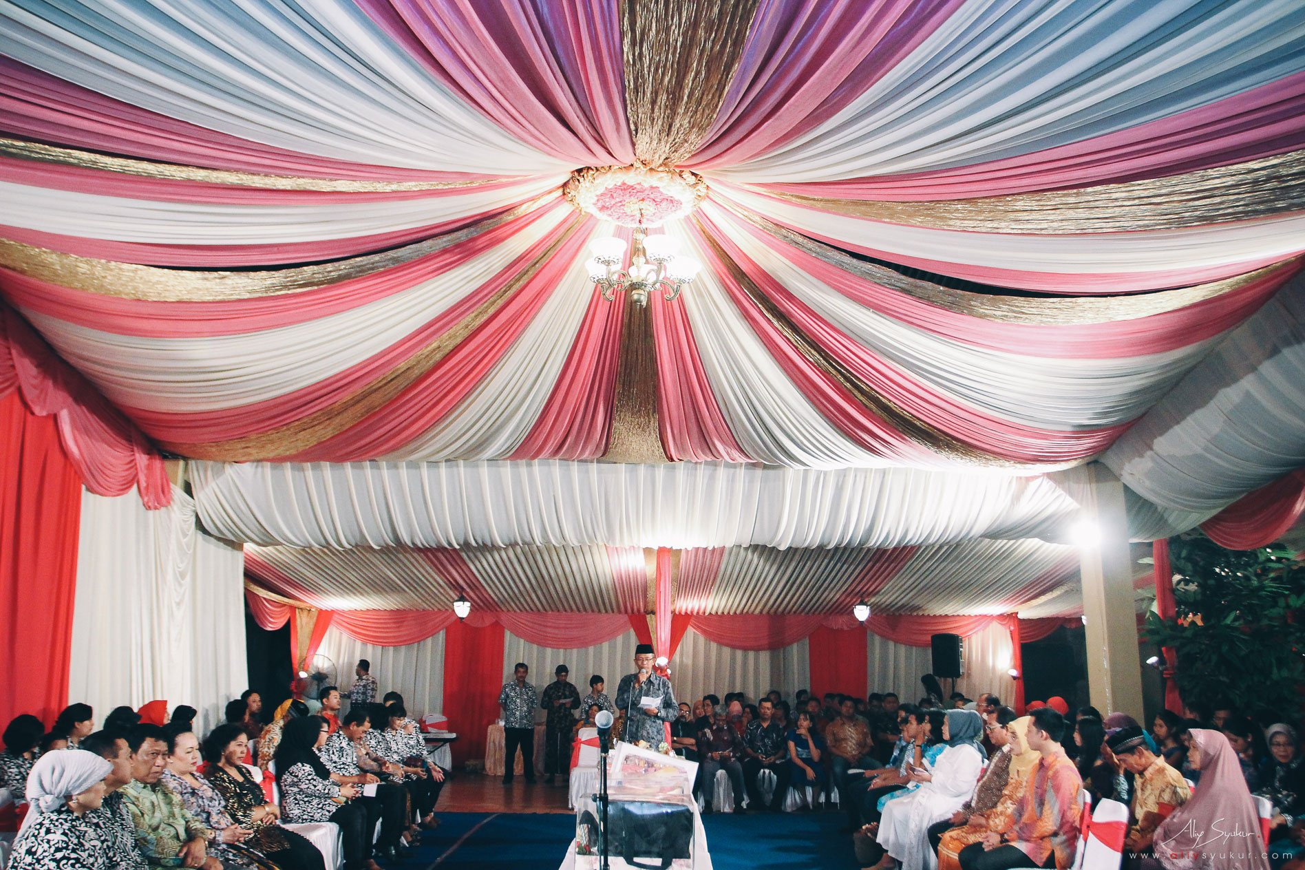 Real weddings archives page 31 of 35 aliy photography sahid rich jogja wedding bram ela junglespirit Choice Image